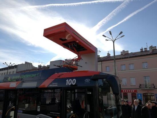 Autobusy elektryczne wyjechały na ulice Rzeszowa. Będą również dodatkowe stacje ładowania [ZDJĘCIA] - Aktualności Rzeszów - zdj. 11